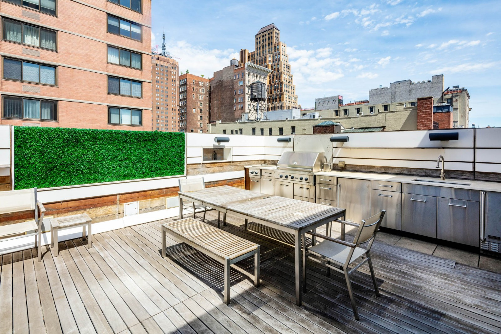 Enticing Rooftop Kitchen and Dining in New York